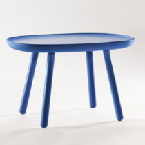 Modrý odkladací stolík z masívu EMKO Naïve Medium