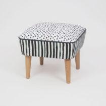 Taburet s drevenými nohami Damo Sebastien, 45 × 45 cm