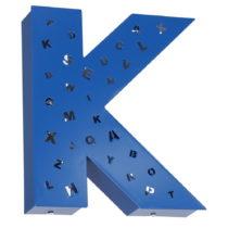 Modrá svetelná dekorácia v tvare písmena Glimte Letter K