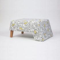 Podnožka s drevenými nohami Kate Canaro