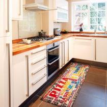 Vysokoodolný kuchynský koberec Floorita Pizza, 60 x 220 cm