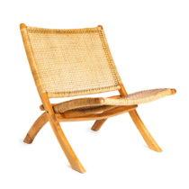 Hnedá stolička s konštrukciou z teakového dreva a výp...